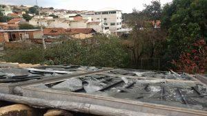 Aquecedor solar quebrado depois de chuva de granizo em Belo Horizonte